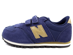 New Balance sneaker navy/tan with velcro