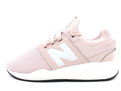 New Balance sneaker pink shell with laces
