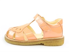 Angulus sandal peach varnish clam